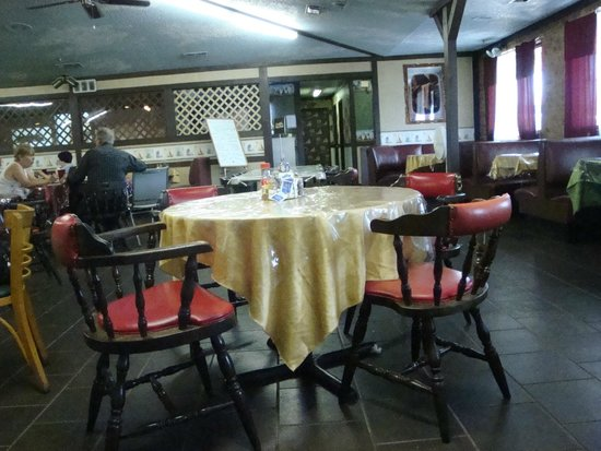 Catfish Palace: Inside Dining