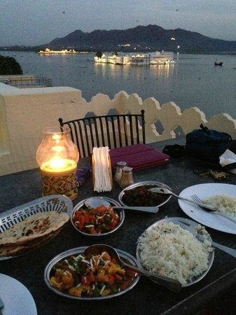 Jaiwana Haveli Roof Top Restaurant: Dinner with a view