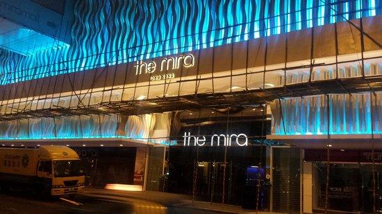 The Mira Hong Kong: Facade de nuit.