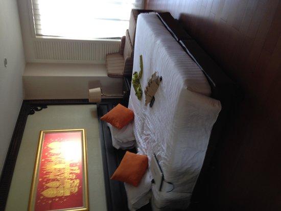 Centre Point Hotel Silom: シングルベット2台分。広々。シーツもシワなしでした。