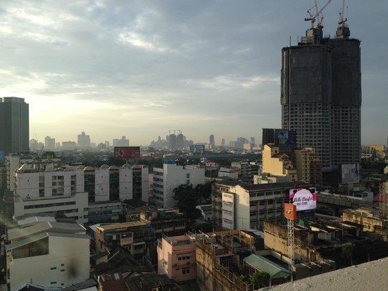 Centre Point Hotel Silom: シティ側眺望(部屋から)