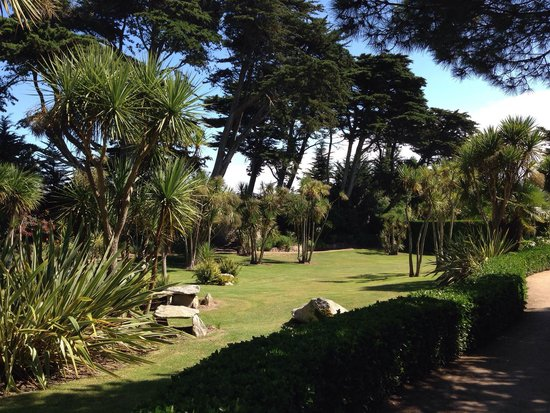 The top 10 things to do near hotel armen le triton roscoff for Jardin georges delaselle