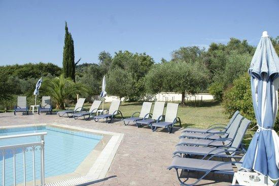 Corfu Andromeda: la piscine toujours calme alors que l'hôtel était plein