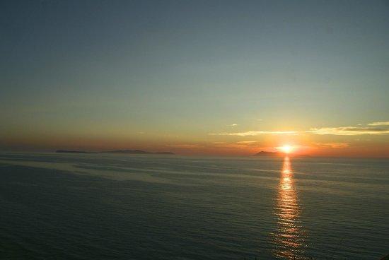 Corfu Andromeda: le plus beau couché de soleil de l'île à 15 min à pied