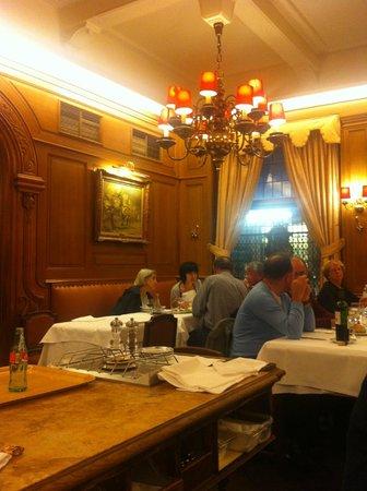 Aux Armes de Bruxelles: Restaurant interior