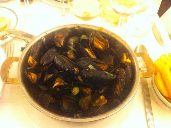 Aux Armes de Bruxelles: The famous mussels