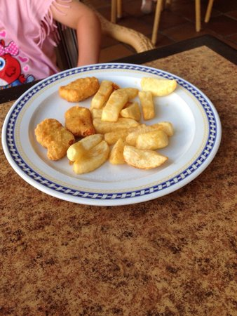The British Bulldog: A child portion of chicken nuggets and chips (this is how it arrives) for 4.50 euro- bargain NOT