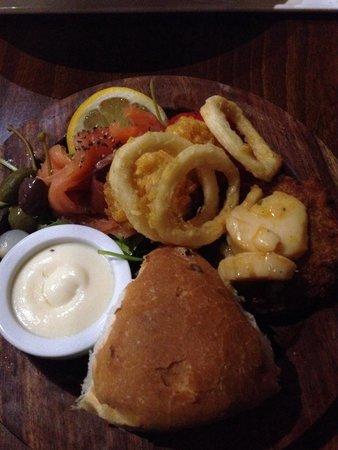Retreat Grill, Bar and Restaurant: Fish starter - yummy