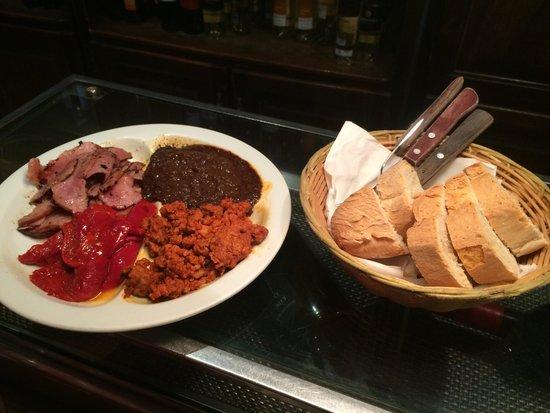 El Llar: El plato de degustación está buenísimo, sitio recomendable