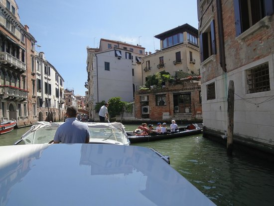 Hotel Colombina : Arriving Venice by taxi boat