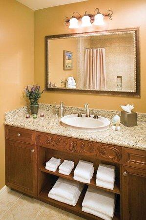 Vino Bello Resort: Suite Bathroom