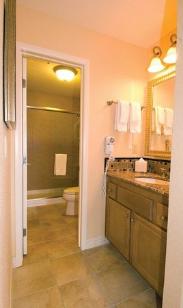 Desert Rose Resort : Suite Bathroom