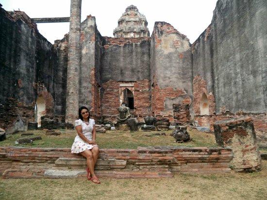 Wat Phra Si Ratana Maha That: ด้านในไม่มีไรมาก