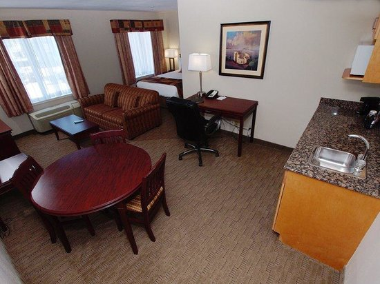 Best Western Plus Pembina Inn & Suites: Bachelor Suite