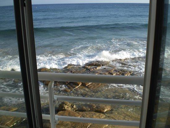 Hotel Beau Rivage : Questa la vista aprendo la finestra della camera.