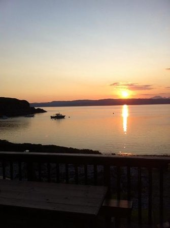 Doune Knoydart : Our view of the sun setting over the Cuillins as we dined