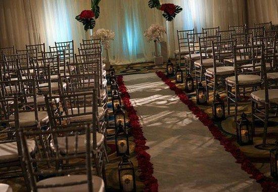 Renaissance Los Angeles Airport Hotel: Wedding Ceremony Setup