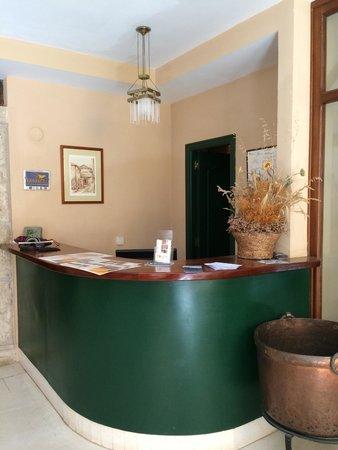 La Posada de Castrojeriz: Reception desk.