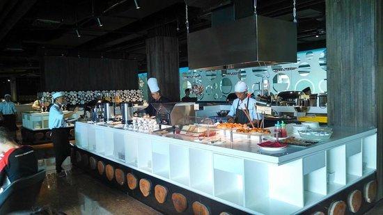 FM7 Resort Hotel Jakarta: breakfast