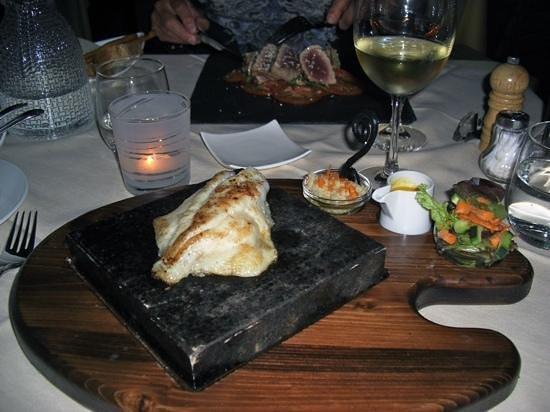 Ristorante della Carra: filet de st pierre cuit sur pierre chaude