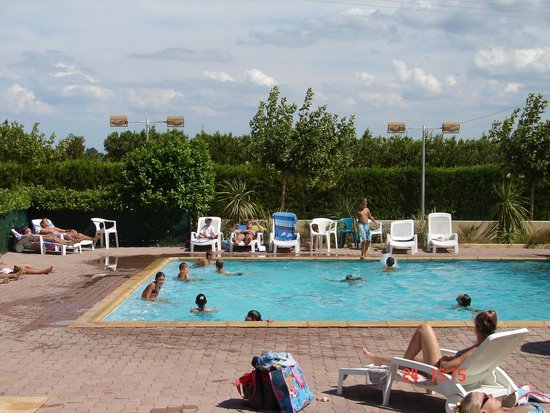 Piscine photo de camping le pontet saint martin d for Piscine le pontet