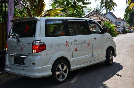 Capung Sakti Maison d'Hôtes : le mini-bus de la villa pour les transferts