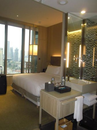 PARKROYAL on Pickering: Our Room on level 12