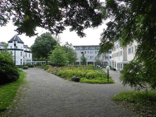 Fletcher Landgoed Hotel Avegoor : rechterkant zijn de gastenverblijven