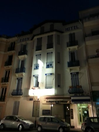 Hotel Eden : In the night