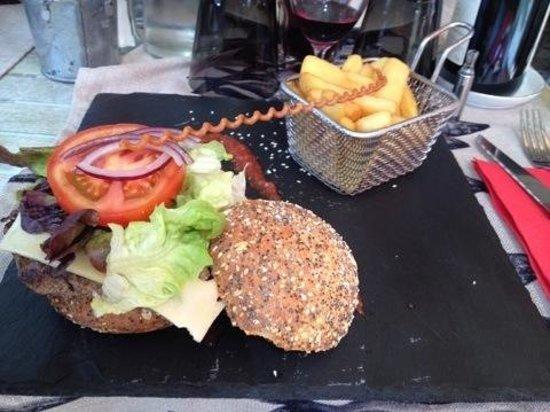Le Saint Pierre : Hamburger maison