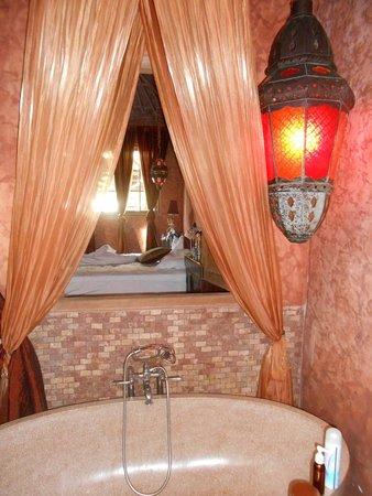 Balquisse Heritage Hotel : salle de bains vue de notre chambre