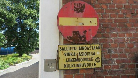 Hotel Katajanokka: Gammlet skilt uden for fængselsport