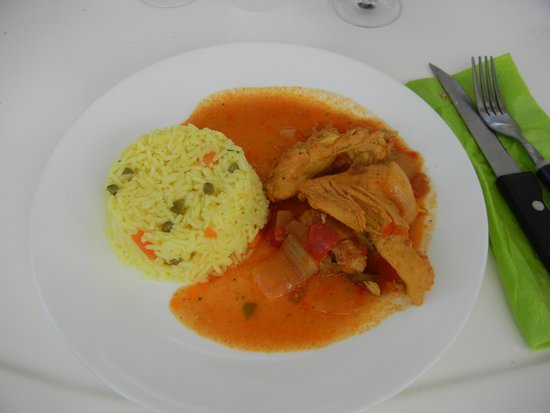 St Martin Catamarans Charters : Fresh chicken lunch served during the cruise