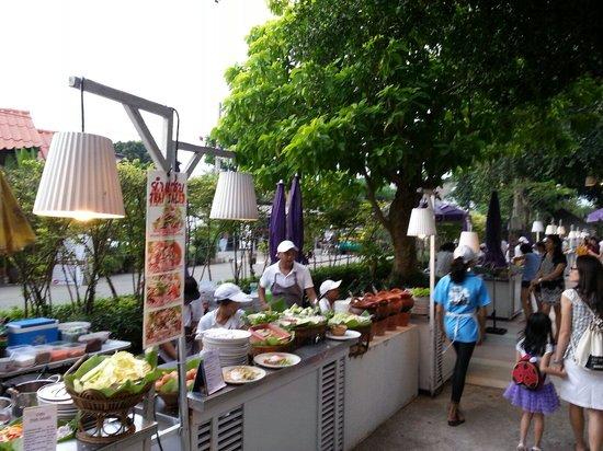 Hyatt Regency Hua Hin: 酒店外的夜市