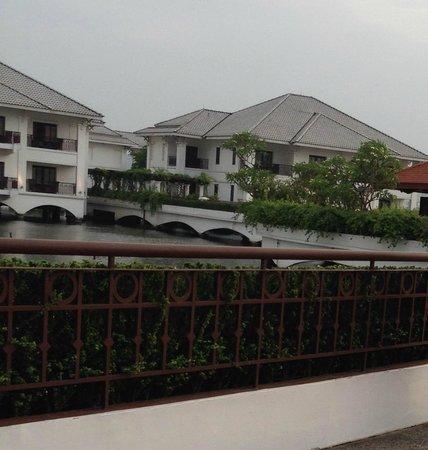 InterContinental Hanoi Westlake : hotel ground