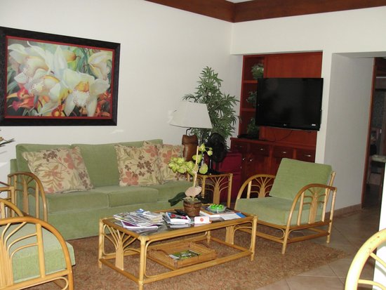 Kiahuna Plantation Resort : Living Room area with big flat screen TV and sofa bed