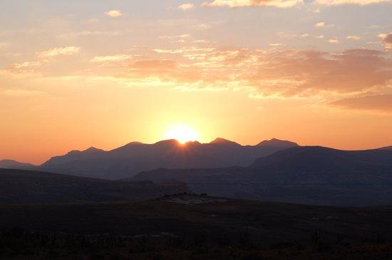 De Ark Mountain Lodge: Overlooking the setting sun