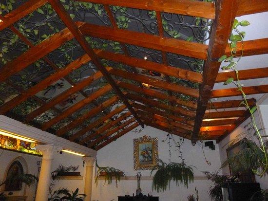 Green Garden: una sala con un tetto bellissimo a parte il resto.