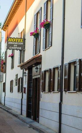 Amanecer en Campos: fachada del hotel