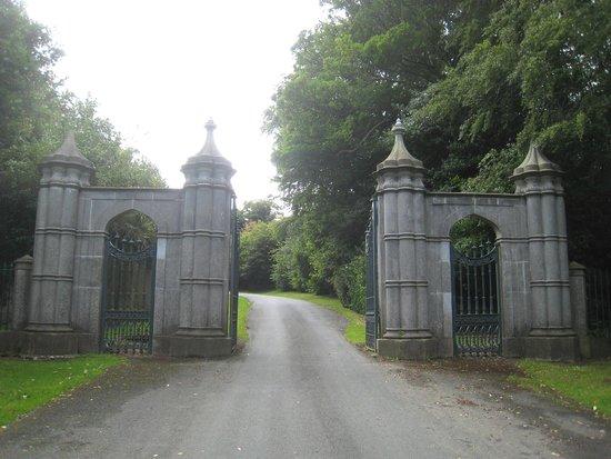 Howth Castle: Imposing entrance