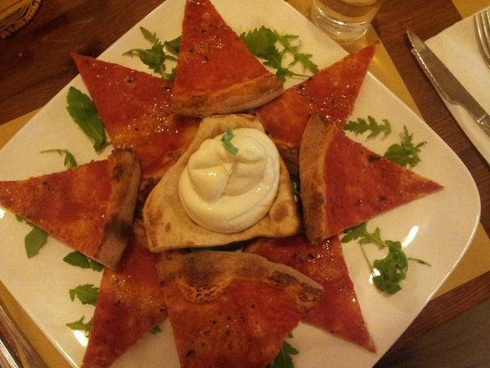 Pizzeria Capri : Marinera con Mozzarella di Bufala nel mezzo (e cestino di pasta di pizza!)