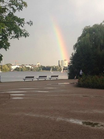Le Méridien Hamburg: Beautiful rainbow that appeared just after a great rain!