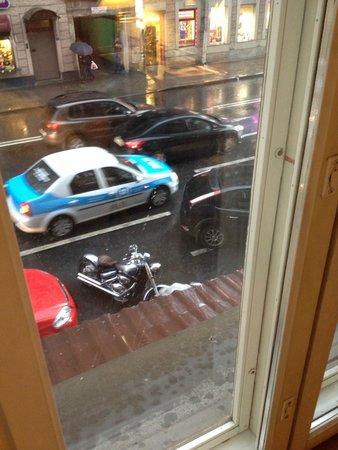 Kristoff Hotel: Вид из окна и само окно