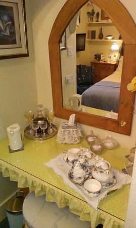 Park Hall: Friar's room - Tea tray