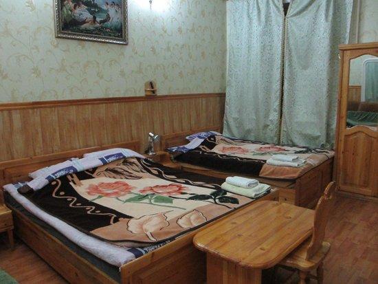 Hotel Kamila: 大きなベッド