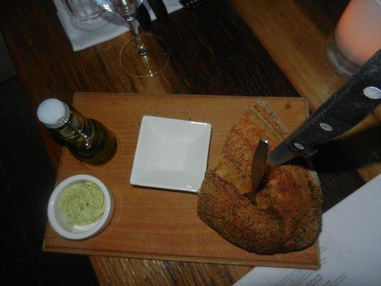 Humphrey's Spuistraat: Lekker brood met kruidenboter.