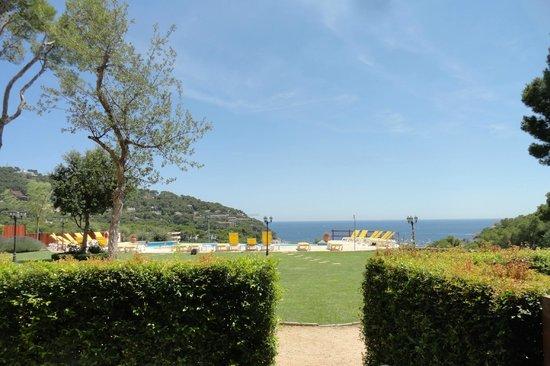 Hotel Blau Mar : vue de la chambre en rez de jardin