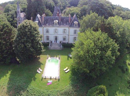 Maillet, France: Luchtfoto van het domein