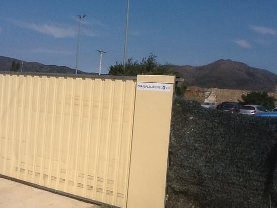 Prestige Hotel Mar Y Sol : car park gate