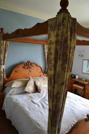 Old Manse Hotel: Four Poster Bed